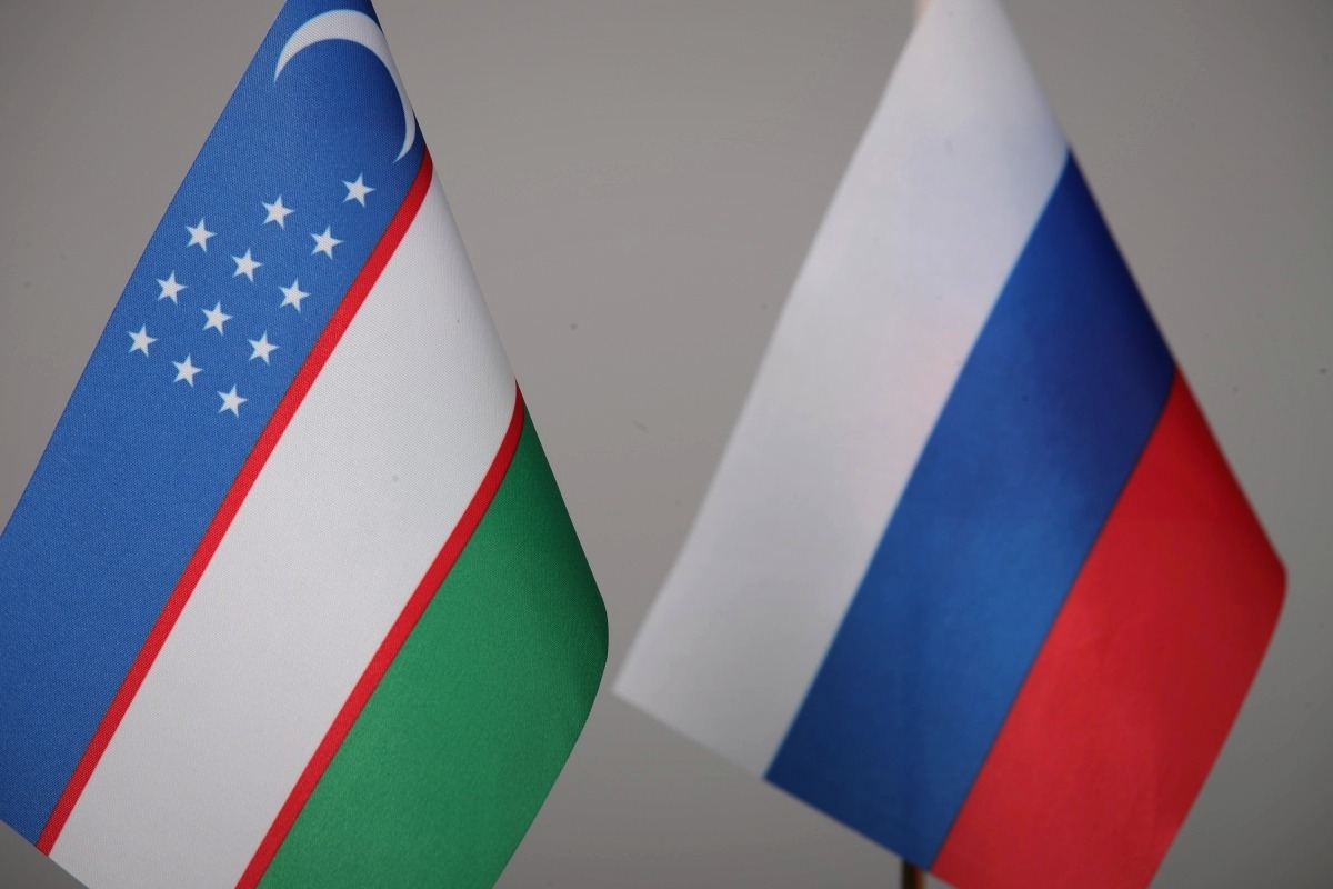 Флаги Узбекистана и России