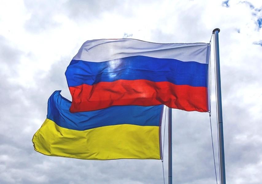 Флаги РФ и Украины