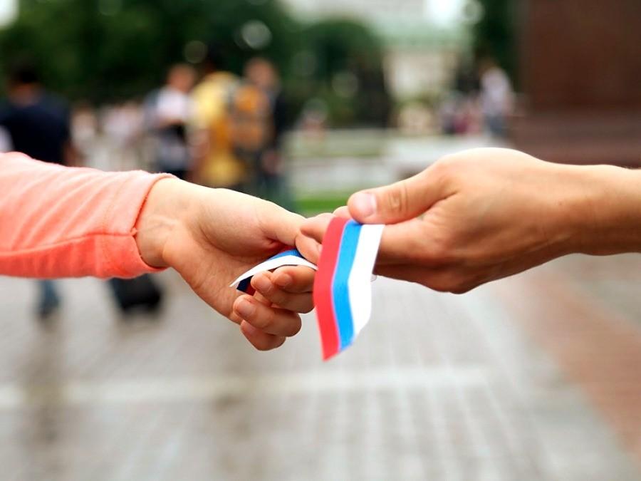 Флаг РФ в руках